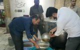 آماده سازی دمنوش عناب برای مدافعان سلامت