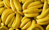 توزیع میوه(موز) بین خانواده مدد جویان تحت پوشش مرکز نیکوکاری ابوذر