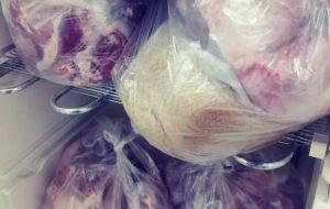 به مناسبت سالروز وفات حضرت فاطمه ام البنین (سلام الله علیها) توزیع گوشت قربانی بین مددجویان تحت پوشش مرکز نیکوکاری ابوذر